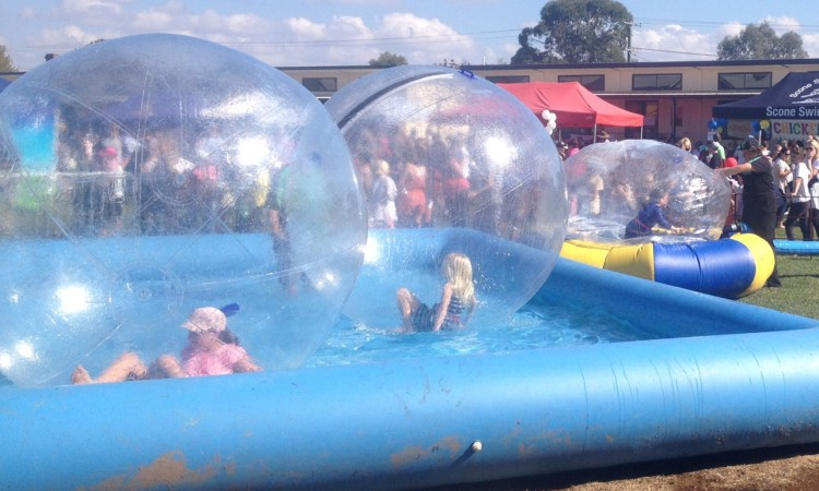Supersize fun - Inflatable Water Balls